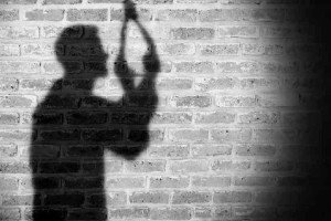 Φρίκη στο Ελαφονήσι: Βρέθηκε κρεμασμένος σε δέντρο 25χρονος!