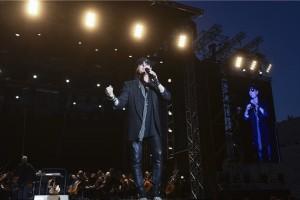 Μοναδική στιγμή: Οι Scorpions τραγουδούν στο Καλλιμάρμαρο το «Wind of Change» με την ελληνική σημαία αγκαλιά! (Video)