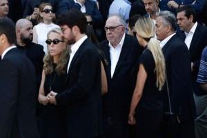 Κηδεία Σωκράτη Κόκκαλη: Τα καραγκιοζιλίκια που έκαναν έξαλλη την οικογένεια! Αποκλειστικό!