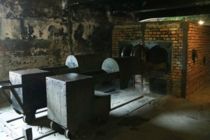 Όταν ο χρόνος πάγωσε στο Άουσβιτς: Ένα φωτογραφικό οδοιπορικό (Photos)