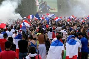 Μουντιάλ 2018: Ξέφρενοι πανηγυρισμοί στην Γαλλία για την κατάκτηση του τροπαίου (photo)