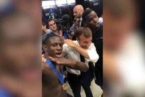 Μουντιάλ 2018: Το dab του Μακρόν με τους ποδοσφαιριστές της Εθνικής Γαλλίας!