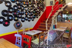 Το «καφενείο» νέας γενιάς στο Αιγάλεω που είναι μια εναλλακτική πρόταση για καφέ, φαγητό και ποτό σε ένα homey ξεχωριστό περιβάλλον!