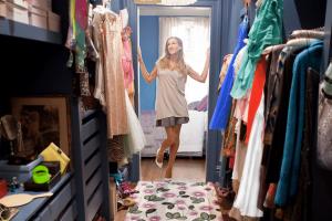 Γίνεται πανικός στη ντουλάπα σου; Αυτά είναι τα 7 βήματα για να την οργανώσεις εύκολα!