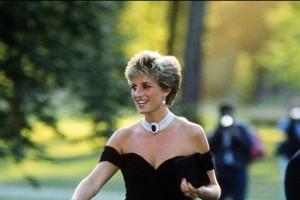 Το μαύρο σέξι φόρεμα της πριγκίπισσας Νταϊάνα με το οποίο εκδικήθηκε τον Κάρολο και σόκαρε την Βρετανία!