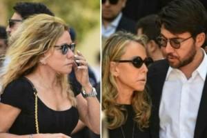 Κηδεία Σωκράτη Κόκκαλη: Απαρηγόρητη και στο πλευρό της φίλης της, Ελένης, η Μαριάννα Λάτση!