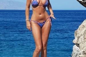 """Εγκεφαλικό! Πασίγνωστη Ελληνίδα σταρ στα 40 plus βάζει """"κάτω"""" και 20άρα με τις αναλογίες της!"""