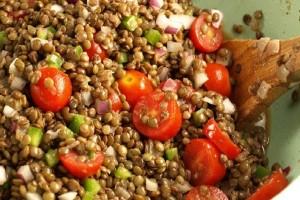 Φτιάξτε αρωματικές φακές σαλάτα με μελιτζάνες και δεντρολίβανο!