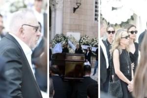 Οι πρώτες εικόνες από την κηδεία του Σωκράτη Κόκκαλη: Τραγικές φιγούρες οι γονείς του!