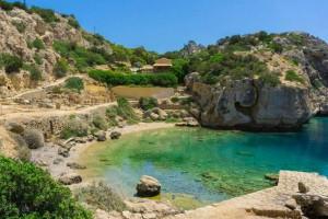 """""""Θεϊκή"""" μυστική παραλία κοντά στην Αθήνα"""