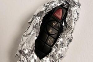 Το κόλπο με το αλουμινόχαρτο για να μη σας κλέψουν το αυτοκίνητο! (video)