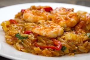 Φτιάξτε εύκολα και γρήγορα πιλάφι με ντομάτα και γαρίδες!