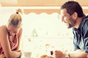Φαίνεται κουλ και άνετος; Κι όμως δεν είναι... Αυτά είναι τα 4 πράγματα που τρέμει ο άντρας στο πρώτο ραντεβού!