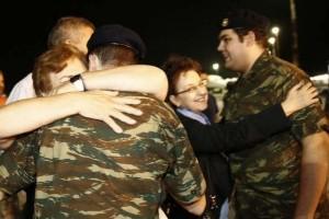 """Δικηγόροι στρατιωτικών: """"Μας προκάλεσε έκπληξη η απόφαση να αφεθούν ελεύθεροι..."""" (video)"""