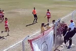Αργεντινή: Έπαιξαν ξύλο σε γυναικείο αγώνα ποδοσφαίρου! Σε ρινγκ μετατράπηκε το γήπεδο (video)