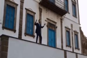 Λήμνος: Γαμπρός το έριξε στο χορό πάνω σε μπαλκόνι λίγο πριν τον γάμο! (Video)