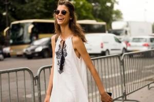 Ο πιο στιλάτος τρόπος: Πως θα φορέσεις τα loose φορέματα χωρίς να φαίνεσαι σαν... σακί!