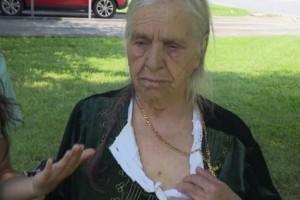 Απίστευτο και όμως αληθινό: «Χτύπησαν» με taser 87χρονη επειδή κρατούσε μαχαίρι… μαζεύοντας χόρτα!