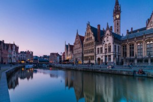 Αυτό είναι το στολίδι του Βελγίου με το πέτρινο κάστρο και τα γραφικά σοκάκια!