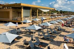 Απίστευτο βίντεο: Η οροφή στο beach bar του Costa Navarino έχει γίνει viral!