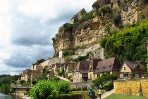 Beynac-et-Cazenac: Το «παραμυθένιο» χωριουδάκι με τη λίμνη και το μεσαιωνικό κάστρο
