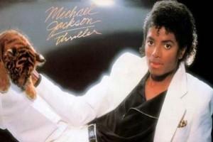 Μάικλ Τζάκσον: Ο οίκος Hugo Boss λανσάρει το εμβληματικό λευκό κοστούμι από το εξώφυλλο του «Thriller»