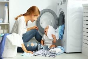 Ξέβαψαν τα ρούχα σου στο πλυντήριο; - Πώς θα τα σώσεις με 2 εύκολους τρόπους!