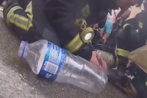 Βίντεο: Πυροσβέστης σώζει σκύλο από φλεγόμενο κτίριο στην Ισπανία!