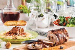 Δεκαπενταύγουστος: Τι τρώνε οι Έλληνες σε όλα τα μέρη της χώρας!