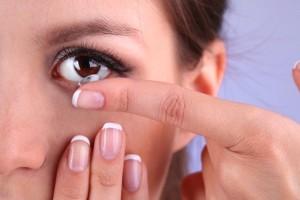 Τα 6 λάθη που κάνουμε με τους φακούς επαφής!