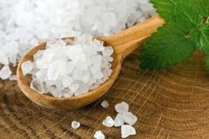 Θες μεταξένιο δέρμα; Κάνε αυτό το scrub με αλάτι!
