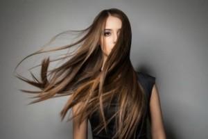 Θέλετε υγιή και λαμπερά μαλλιά; Ήρθε η ώρα να κάνετε απολέπιση!