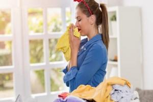 Πώς θα εξαφανίσετε την υγρασία από τα ρούχα σας!
