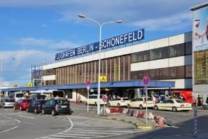 Συναγερμός στο Βερολίνο: Συνελήφθη άνδρας στο αεροδρόμιο με γιλέκο από το οποίο κρέμονταν καλώδια!
