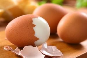Γιατί πρέπει να τρώμε τα τσόφλια του αυγού;