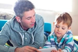 Γονείς, σας αφορά: Πώς να ξεκολλήσουν τα παιδιά από τις οθόνες των υπολογιστών!