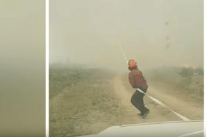 Συγκλονιστικό βίντεο: Πύρινος στρόβιλος «ρουφάει» τη μάνικα πυροσβεστών!