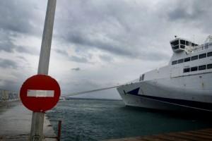 """Στο έλεος του """"Ξενοφώντα"""": Δεμένα πλοία σε Πειραιά, Ραφήνα, Λαύριο!"""
