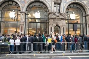 Στη Ρωσία πουλάνε... θέσεις στην ουρά για το νέο iPhone!