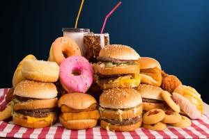 Κι όμως το junk food αυξάνει τον κίνδυνο κατάθλιψης! - Τι αναφέρει νέα έρευνα;
