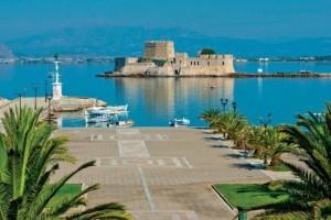 Μόλις 1,5 ώρα από την Αθήνα: Όσα πρέπει να δείτε αλλά και να κάνετε στο Ναύπλιο