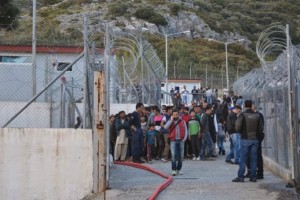 Σάμος: Αλγερινός απειλούσε να σκοτώσει τη διοικητή του hot spot