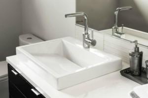 Καθαριότητα στο σπίτι: Έτσι πρέπει να καθαρίζετε το σιφόνι σε κουζίνα και μπάνιο