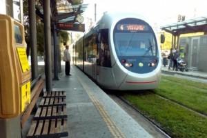 Σοκ: Γυναίκα απεγκλωβίστηκε τραυματισμένη από συρμό του τραμ!