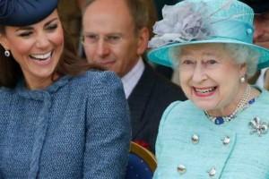 Για ποιο λόγο βασίλισσα Ελισάβετ δεν φοράει ποτέ μα ποτέ παντελόνι -Και η Κέιτ το ίδιο!