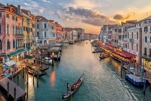 Μια νέα απαγόρευση «φωτιά»: Αυτός είναι ο λόγος που η Βενετία δεν ταιριάζει σε cool τύπους!