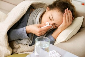 Προσοχή! Ποια συμπτώματα δείχνουν ότι η γρίπη «γυρνάει» σε πνευμονία