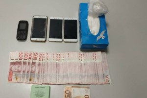 Θεσσαλονίκη: Χειροπέδες σε δύο δράστες που έκρυβαν κοκαΐνη σε κουτί με χαρτομάντιλα
