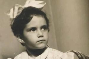 Το παιδάκι της φωτογραφίας είναι πασίγνωστη Ελληνίδα τραγουδίστρια! Πάει κάπου το μυαλό σας;