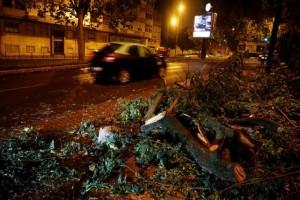 Απίστευτες εικόνες: Ο κυκλώνας Λέσλι σάρωσε την Πορτογαλία! (Video)